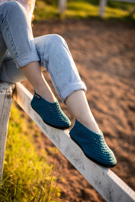 Botties® Inspiration – Robuste Sohle DIY Schuhe – Schuhe häkeln – Feste Maschen – Corviglia in Dunkelpetrol von SCHULANA – Anleitungen und Abnahmeschema