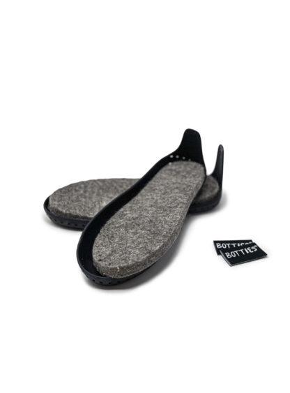 Black Botties Soles for Kids with wool felt insoles / Schwarze Botties-Sohlen für Kinder mit Einlegesohlen aus Wollfilz